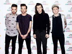 One Direction // BBC Music Awards • (12.10.15)  - @Tati1D5
