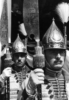 Magyar Királyi Gárda Spring Carnival, Ww2 Pictures, Honor Guard, Royal Guard, Passementerie, Military Uniforms, Folk Music, World War I, Headpieces