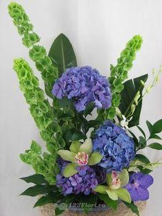 Aranjament de intrare disponibil pe 123flori.ro Flower Basket, Flower Designs, Floral Arrangements, Floral Wreath, Wreaths, Box, Flowers, Painting, Etsy