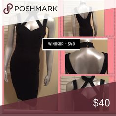 Windsor Dress Cotton blend material. The dress snaps around the neck. Stretch material. WINDSOR Dresses Midi