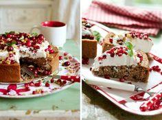 dunkler Kuchen mit Kokosnuss Creme und roten Beeren