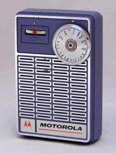 Industrial Farmhouse Design Tips and Guide Retro Radios, Radio Vintage, Vintage Tv, Tvs, Televisions, Phone Sounds, World Radio, Pocket Radio, Receptor