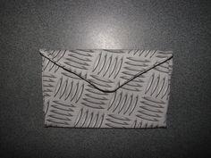 également en forme d'enveloppe et munis aussi d'une poche pour les filtres et les feuilles
