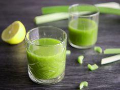Een sapje van bleekselderij, ook wel celery juice genoemd, is een voedingstrend overgewaaid uit Amerika. Het is daar zo populair dat de groente overal is uitverkocht. Hoe maak je nu zelf zo'n sapje thuis? Blenders, Base Foods, Plant Based Recipes, Healthy Recipes, Healthy Food, Celery, Vegetables, Juices, Ethnic Recipes