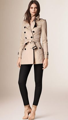 Burberry The Chelsea - Short Heritage Trench Coat , Size: Beige - ShopStyle Trench Coat Outfit, Short Trench Coat, Trench Coat Style, Capsule Wardrobe, Work Wardrobe, Casual Winter Outfits, Chic Outfits, Burberry Trench Coat, Trench Coats