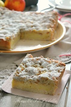 Sbriciolata con crema pasticcera, mele e mandorle - Crumble with custard, apples and almonds Sweet Recipes, Cake Recipes, Dessert Recipes, Italian Desserts, Italian Recipes, Torte Cake, English Food, Biscotti, Sweet Cakes