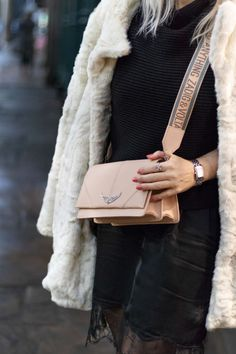 ef98f5e0784 Black Outfit And Fake Fur Coat - Sequence Maeddi Abrigos De Piel