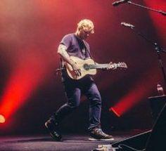 """Ed Sheeran apresenta """"Shape Of You"""" e """"Castle On The Hill"""" no Sydney Opera House. Veja! #Cantor, #Disco, #EdSheeran, #Lançamento, #Noticias, #Nova, #Show, #Youtube http://popzone.tv/2017/02/ed-sheeran-apresenta-shape-of-you-e-castle-on-the-hill-no-sydney-opera-house-veja.html"""