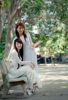Vietnamese schoolgirls