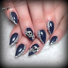 pointy halloween nails with 3D skulls