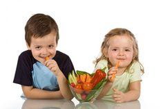 Poradnik rodzica:  Co podawać dzieciom do chrupania? Pomysły na zdrowe przekąski #PORADY #RODZICE #ZDROWIE #OWOCE #WARZYWA #DZIECI #PRZEKĄSKI