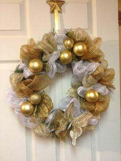 christmas wreath made with sinamay ribbon