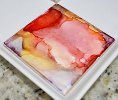 """You can make beautiful """"painted"""" tiles with Sharpies and rubbing alcohol. This full tutorial will show you how to paint with Sharpies and alcohol! Sharpie Alcohol, Alcohol Ink Tiles, Alcohol Ink Glass, Sharpie Tie Dye, Alcohol Ink Crafts, Alcohol Ink Painting, Rubbing Alcohol, Alcohol Inks, Marker Crafts"""