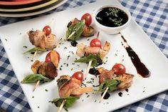 Receta de Rollitos de camarón con tocino y albahaca - PRONACA Meat, Chicken, Food, Seafood, Wraps, Foods, Beef, Meal, Essen
