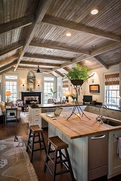 Savannah artist Bob Christian faux-painted a ceiling to resemble weathered cypress. #southernhomes #gardenandgun Photo Credit: Imke Lass.