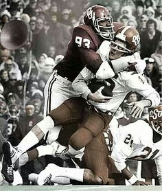OU Lee Roy Selmon clobbering some OSU dude Semi Pro Football, College Football Players, Football Photos, School Football, Sport Football, Football Helmets, Collage Football, College Football Gameday, Football Program