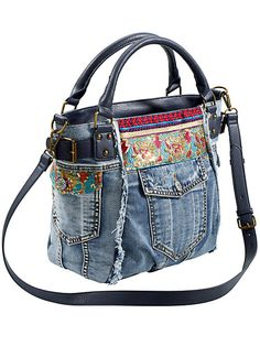 Waist pack made of old jeans with expansion option .- Hüfttasche aus alter Jeans mit Erweiterungsmöglichkeit – whiteston… Waist pack made of old jeans with the option to expand – whitestone - Denim Handbags, Denim Tote Bags, Denim Purse, Purses And Handbags, Jeans Denim, Bag Quilt, Blue Jean Purses, Diy Sac, Denim And Lace