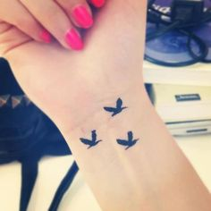 wrist tattoo - birds I WANT THISSSS but one more bird :D