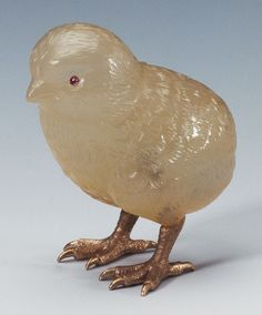 Fabergé Chick 1907 Chalcedony with Ruby Eyes and Gold Feet Commissioned by King Edward VII the Sandringham Commission. Russian Beauty, Russian Art, Lapis Lazuli, Royal Collection Trust, Art Nouveau, Faberge Eggs, Glass Figurines, Egg Art, Bird Feathers