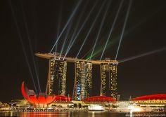 лазерно-световое шоу отеля Marina Bay Sands