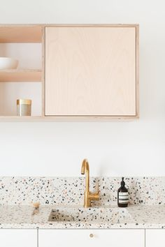 Can You Handle This Trend? - Terrazo - In case you didn't notice, the 'terrazzo' design trend is making a huge comeback this year, and we are already in love wi Home Design, Küchen Design, Interior Design Kitchen, Kitchen Decor, Simple Interior, Kitchen Themes, Diy Interior, Contemporary Interior, Room Interior