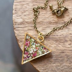 Flowers in resin-triangle