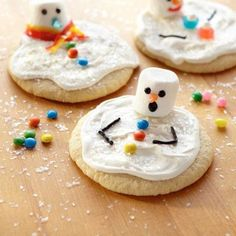 Melted Snowman Cookies (using mini marshmellows for heads)