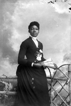 While these women gained worldwide acclaim, there were Black ladies of the Victorian era who went relatively unknown. Photo - Vintage photos show how Black women slayed the Victorian era Victorian Women, Victorian Era, Victorian Fashion, 1900s Fashion, Mens Fashion, Belle Epoque, Vintage Photographs, Vintage Photos, Idda Van Munster