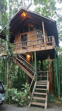 Tree Houses Hotel Costa Rica: Sloth tree house An amazing stay! Tree Houses Hotel Costa Rica: Sloth tree house An amazing stay! Luxury Tree Houses, Cool Tree Houses, Hut House, Tiny House Cabin, Treehouse Living, Living In Costa Rica, Tree House Designs, Forest House, Victorian Houses