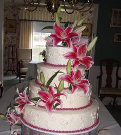 I am so getting this for my cake! They are my favorite flowers and I even have one as a tattoo on my back ♡ Pretty Cakes, Cute Cakes, Beautiful Cakes, Stargazer Lily Wedding, Stargazer Lilies, Wedding Cake Fresh Flowers, Cake Flowers, Lily Cake, Wedding Sweets