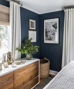 30 Awesome Modern Bedroom Decorating For Your Cozy Bedroom Ideas 2019 Master Bedroom ideas. The post 30 Awesome Modern Bedroom Decorating For Your Cozy Bedroom Ideas 2019 appeared first on Bathroom Diy. Farmhouse Master Bedroom, Cozy Bedroom, Master Bedrooms, Bedroom Bed, Dark Blue Bedroom Walls, Green Master Bedroom, Navy Blue Bedrooms, Bedroom Corner, West Elm Bedroom