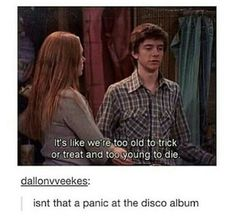 Panic at the disco<<<<<*Panic! at the disco Funny Videos, Funny Memes, Hilarious, Panic! At The Disco, Emo Bands, Music Bands, 70 Show, Fandoms, Band Memes