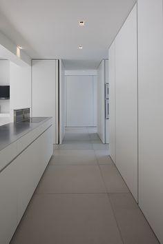 La simplicidad es un signo de perfección, el diseño interior del estudio Minus @Judith Zissman Zissman Zissman Bustos in Kitchen