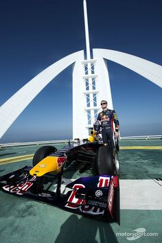 David Coulthard does donuts on the Burj Al Arab helipad. Photo by Red Bull Content Pool on October 2013 at Abu Dhabi GP. Red Bull F1, Red Bull Racing, F1 Racing, Racing Team, Road Racing, Burj Al Arab, New Infiniti, Types Of Races, David Coulthard