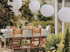 For easy pool party decorations use really large white or colored hanging paper lanterns. #poolpartydecorations Small Backyard Patio, Backyard Patio Designs, Patio Ideas, Landscaping Ideas, Budget Patio, Luxury Tree Houses, Tiny Balcony, Balcony Garden, Pool Party Decorations