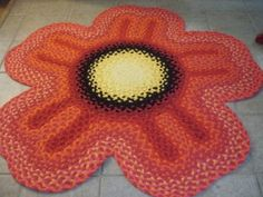 T-Shirt yarn braided rugs Crochet Poppy, Diy Crochet, Crochet Rugs, Crochet Crafts, Flower Carpet, Braided Wool Rug, Old Towels, Latch Hook Rugs, Recycled T Shirts