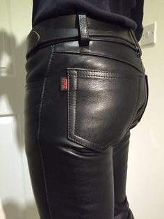 The ubiquitous 'black tab' A classic for decades. Skinny Leather Pants, Leather Blazer, Leather Trousers, Black Leather, Skinny Jeans, Leather Fashion, Mens Fashion, Leder Outfits, Handsome Black Men