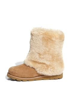 UGG Australia 'Maylin' Boo My DH got these for me for Christmas. I had never seen this style before but soooo comfy and cute. Knit Boots, Suede Boots, Ugg Boots, Boot City, All About Shoes, Ugg Australia, Beautiful Shoes, Uggs, Slippers