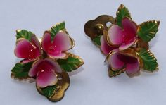VINTAGE 1940s / 1950s CLIP ON EARRINGS GOLD TONE ENAMELLED PINK VIOLETS