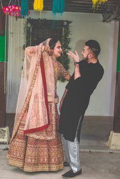 Wedding Photos Beach Ideas Brides 48 New Ideas Indian Wedding Couple Photography, Indian Wedding Photos, Wedding Couple Photos, Bride Photography, Couple Photography Poses, Indian Bridal, Bride Poses, Wedding Poses, Wedding Couples