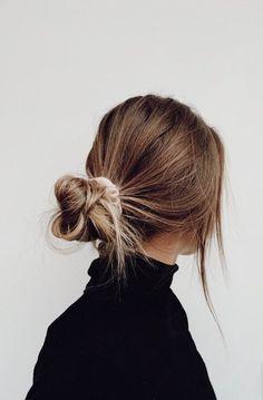 Hair Streaks, Hair Highlights, Brown Blonde Hair, Brown Hair Messy Bun, Blonde Bun, Messy Hair Look, Blonde Honey, Blonde Braids, Medium Blonde