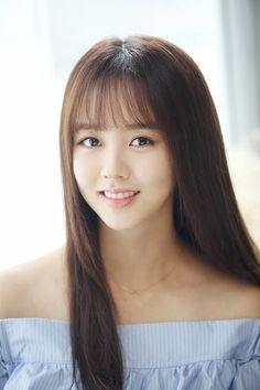 Amazing Wispy Bangs for Girls + Women& [Latest (With images) Korean Beauty, Asian Beauty, Korean Bangs, Kim So Hyun Fashion, Kim Sohyun, Wispy Bangs, Corte Y Color, Korean Actresses, Beautiful Asian Women