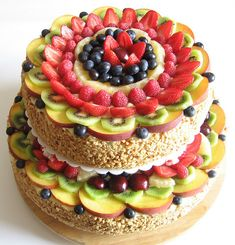 Fruits are perfectly combined with the sweet and look great as a decoration. Decorate your fruit wedding cake with the whole fruit and figuratively-sliced Bolos Naked Cake, Yummy Treats, Sweet Treats, Fresh Fruit Cake, Fruit Cakes, Fruit Tart, Fruit Wedding Cake, Summer Cakes, Healthy Cake