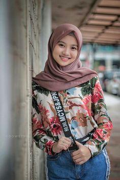 Hijab Jeans, Ootd Hijab, Hijab Chic, Hijabi Girl, Girl Hijab, Muslim Girls, Muslim Women, Hijab Fashion, Fashion Outfits