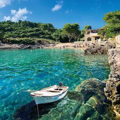 Lopud, Croatia More pictures & information here : http://pandabuzz.com/fr/destination-de-reve-du-jour/lopud-croatie-voyage #croatia #island #dubrovnik #travel