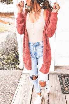 Casual women's cardigan outfit for fall! Layering this fuzzy rust cardigan with .,Casual women's cardigan outfit for fall! Layering this fuzzy rust cardigan with a bodysuit and distressed light-wash jeans is the way to go. Fall Fashion Outfits, Edgy Outfits, Cute Casual Outfits, Mode Outfits, Look Fashion, Spring Outfits, Autumn Fashion, Woman Fashion, Fashion Ideas