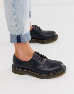 Browse online for the newest Dr Martens 1461 Gibson Flat Shoes styles. Shop easier with ASOS' multiple payments and return options (Ts&Cs apply). Dr. Martens, Dr Martens Noir, Dr Martens 1461, Dr Martens Stiefel, Doc Martens Oxfords, Dr Martens Outfit, Dr Martens Womens Shoes, Dr Martens Style, Dr Martens Schwarz