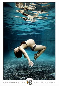 ♥ omg underwater pregnancy photo. LOVE! Whyyyyy did I not think of this?! I think I need another baby now HAHA!