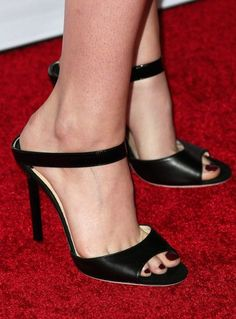 Kristen Stewart Slingbacks - Kristen Stewart chose black slingback sandals to accompany her look at the AFI FEST 2014 screening of 'Still Alice. Crazy Shoes, Me Too Shoes, Pumps Heels, Stiletto Heels, Stilettos, Kristen Stewart Chanel, Gorgeous Feet, Women's Feet, Sexy High Heels