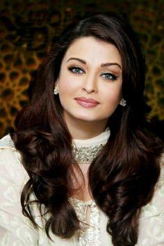 No no i think ashwaria is more pretty then kareena